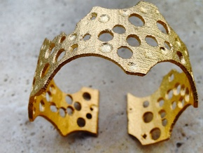 Barnacle cuff (small/medium, loose fit) in Polished Gold Steel