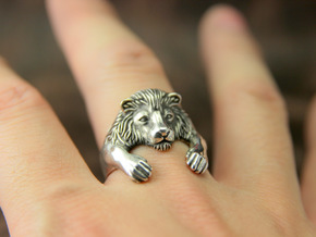 Lion Hug Ring in Polished Silver