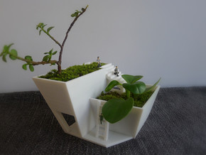 House Flowerpot in White Strong & Flexible