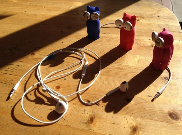 Kitty Cat Earbud Storage Case 3d printed Three Bud-Es come upon a tangled cord...