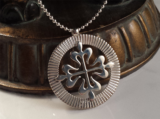 Stunning French Cross Medallion 3d printed Stunning French Cross in Premium Silver