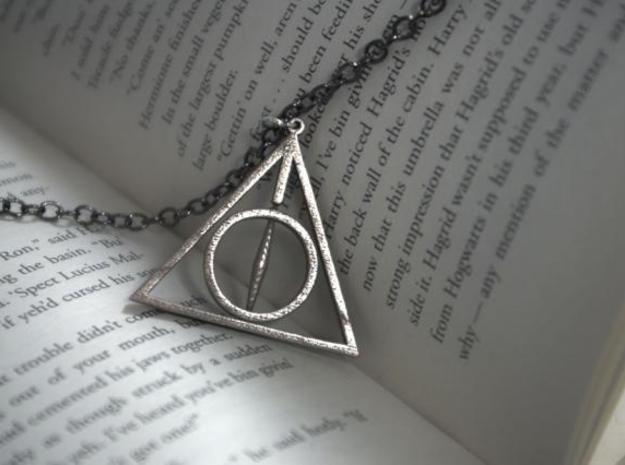 Deathly Hallows Necklace - Rotating Center 3d printed 3