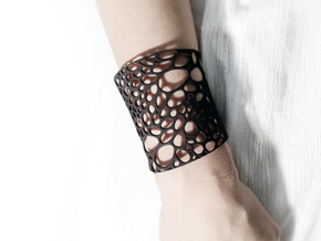 Voronoi bracelet #1 (MEDIUM) in White Natural Versatile Plastic