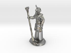 Female Dragonborn Druid in Natural Silver