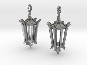 Wellesley Lamppost Earrings in Natural Silver