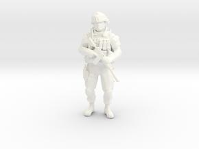 Modern Soldier Standing Esc: 1/24 in White Processed Versatile Plastic
