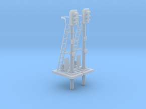 Pair of OO scale 3 Aspect Signals With Pole 1:76 in Smooth Fine Detail Plastic