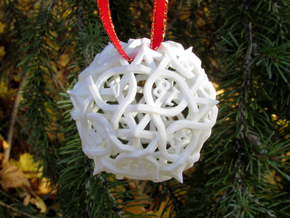 Thorn d20 Ornament in White Natural Versatile Plastic