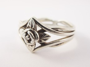 Romantic Rose ring with leaves in Polished Silver