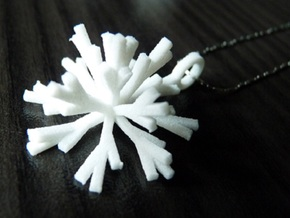 Snowflake Pendant Iva in White Strong & Flexible