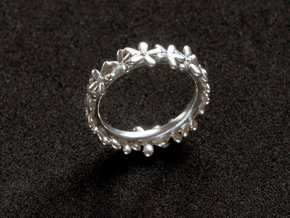 The Daisyband in Fine Detail Polished Silver: 6 / 51.5