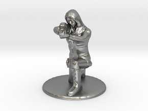 SG Female Soldier Crouched 35 mm new in Natural Silver