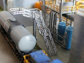 N Scale Tank Car loading Platform 1 in Frosted Ultra Detail