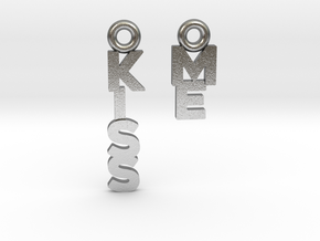 """""""Kiss me"""" - A special message for a special date in Natural Silver"""