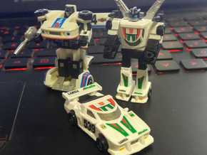 WST Wheeljack, non-transforming in White Processed Versatile Plastic