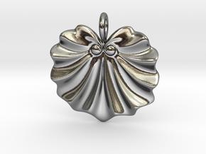 Seashell Fan Pendant in Polished Silver