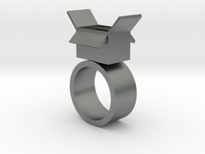 Surprise box ring in Natural Silver