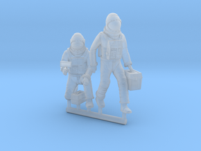 SPACE 2999 1/72 ASTRONAUT WORKING A SET in Smooth Fine Detail Plastic