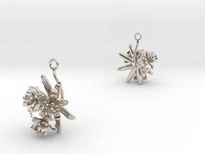 Choisya earring with three small flowers II in Rhodium Plated Brass