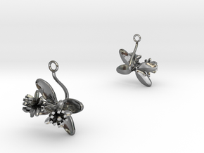 Lemon earring with two small flowers in Polished Silver
