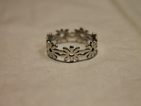 Daisy Ring Size 7.5 in Polished Silver