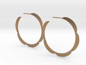 Flower hoop earrings in Natural Brass