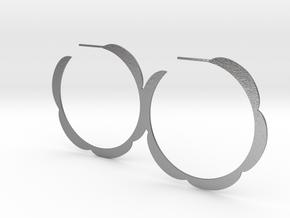 Flower hoop earrings in Natural Silver
