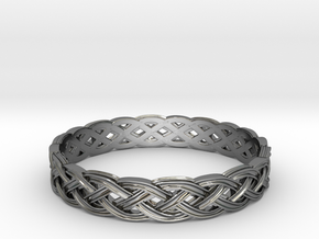 Hieno Delicate Celtic Knot Size 9 in Fine Detail Polished Silver