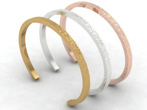 Hammered Bangle in 14K Yellow Gold