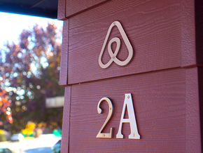 Airbnb House Symbol in Metallic Plastic