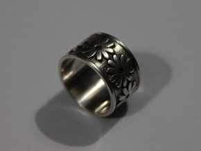 18 Daisy Solid V4 Ring Size 7.5 in Polished Silver