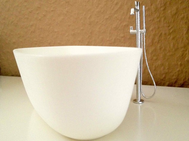 Freestanding bathtub with tap, 1:12, 1:24 in White Natural Versatile Plastic: 1:12