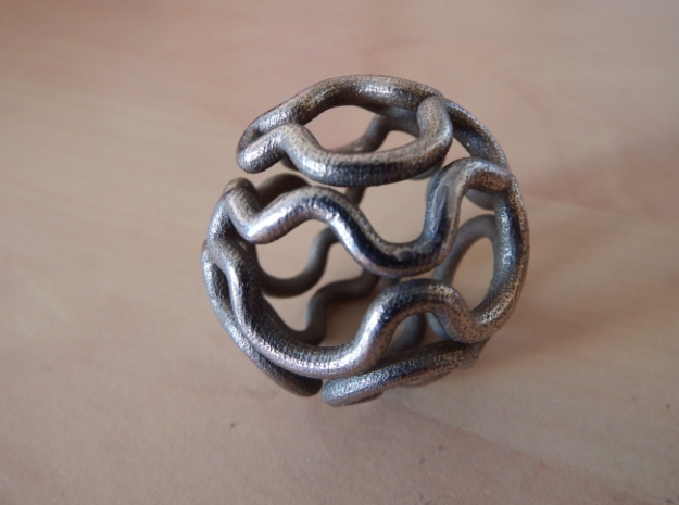 Hamiltonian path on a truncated icosidodecahedron in Polished Bronzed Silver Steel