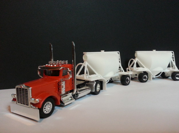 HO 1/87 Shorty Dry Bulk Trailer 07a (no dolly) 3d printed The two pups fitted to a lovely tractor unit.