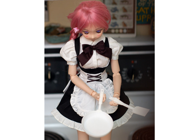 BJD Frying Pan 3d printed Angled view of Misty, a 60 cm dollfie dream holding the frying pan.