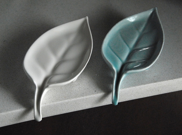 Leaf: Self-Draining Soap Dish in Gloss White Porcelain