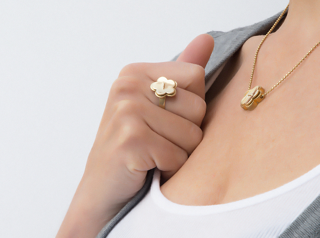 pendant Flower Your Day in Polished Brass