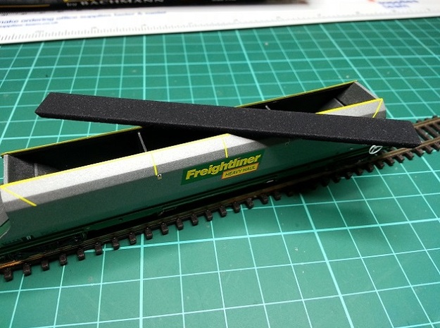 HHA Load N Gauge 1:148 3d printed Load for N Gauge Graham Farish Freightliner 100t HHA Hopper
