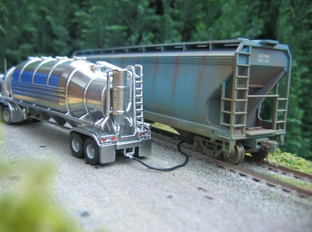 HO 1/87 Dry Bulk Trailer 10b - Heil 1625V Superflo 3d printed The tail lights are 1mm diameter red jewels.
