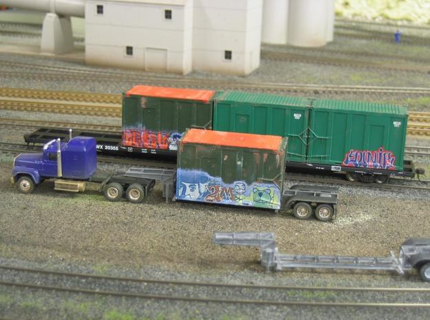 HO 1/87 MSW Trash Train Lowboy road trailer 3d printed The containers with the orange roofs are my alternative to the Atlas container.