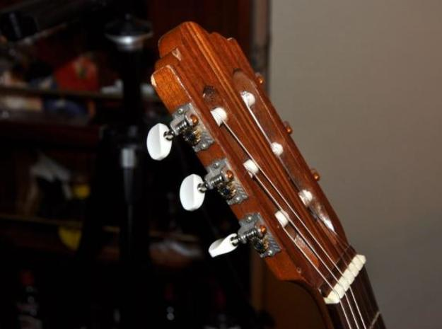 Machine Head Tuner 3d printed Installed
