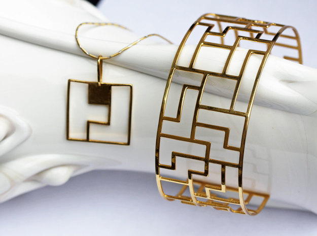 Tracelet Four 3d printed Tracelet Four Gold Plated brass bracelet with Tetromino Pendant Square