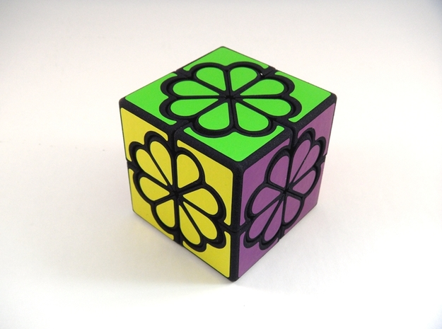 Crazy Daisy Cube in White Natural Versatile Plastic