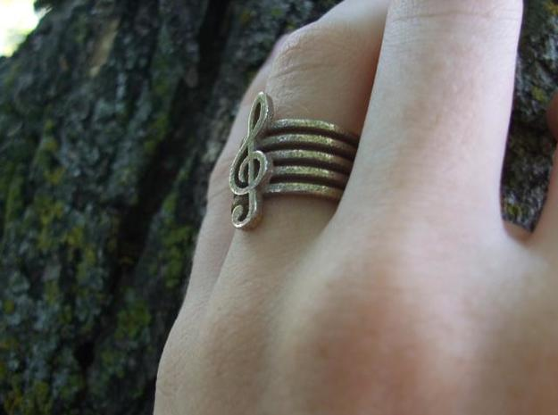 Treble Clef Ring 3d printed hand