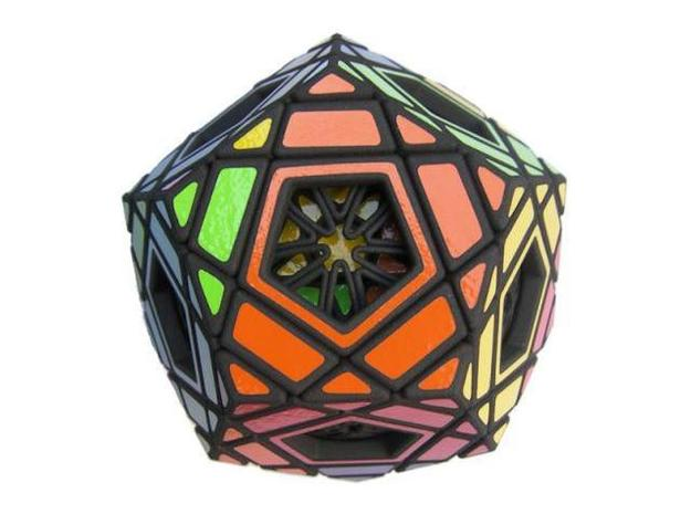 Ad for Multidodecahedron 3d printed Detail of a face