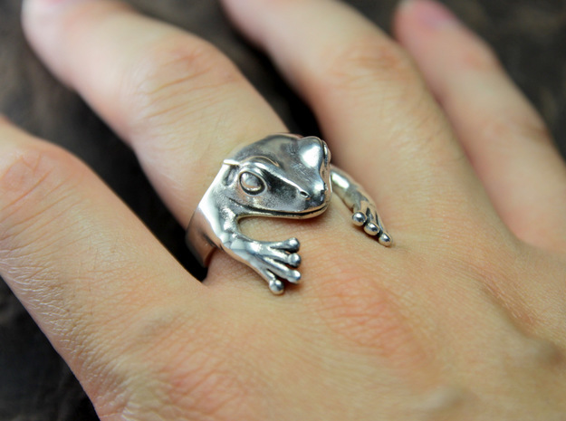 Frog Hug Ring in Polished Silver