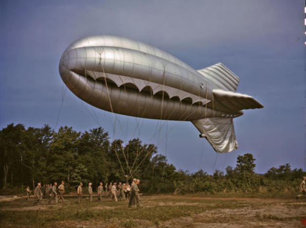 US Barrage Balloon Set of 4 in Smooth Fine Detail Plastic: 1:1250