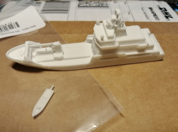 Zr. Ms. Pelikaan in White Natural Versatile Plastic: 1:700