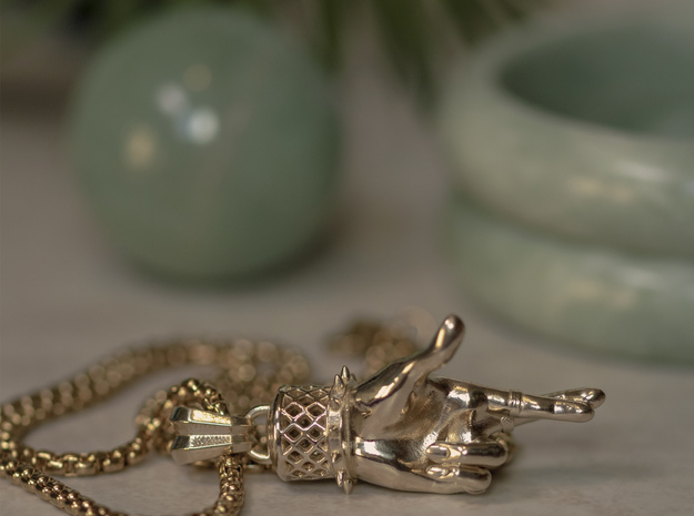 Lucky Hand 50mm in Natural Brass