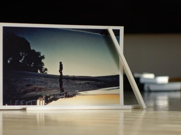 "Photo Slide Stand for 4""x6"" Images in White Strong & Flexible"